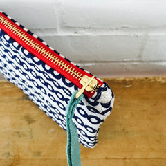 NAVY DECO DOT ZIPPER BAG