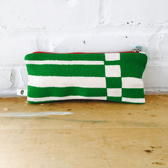 KELLY GREEN BOLD GEO ZIPPER BAG