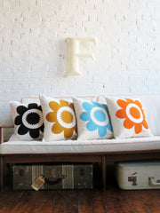 DAISY BLACK PILLOW COVER