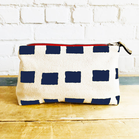NAVY SQUARES ZIPPER BAG
