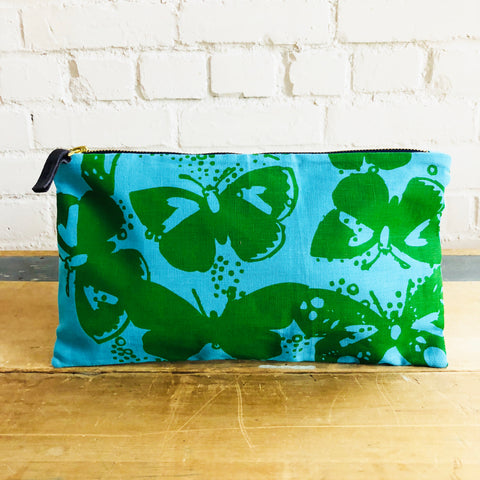 KELLY GREEN BUTTERFLIES ON BLUE LINEN ZIPPER BAG