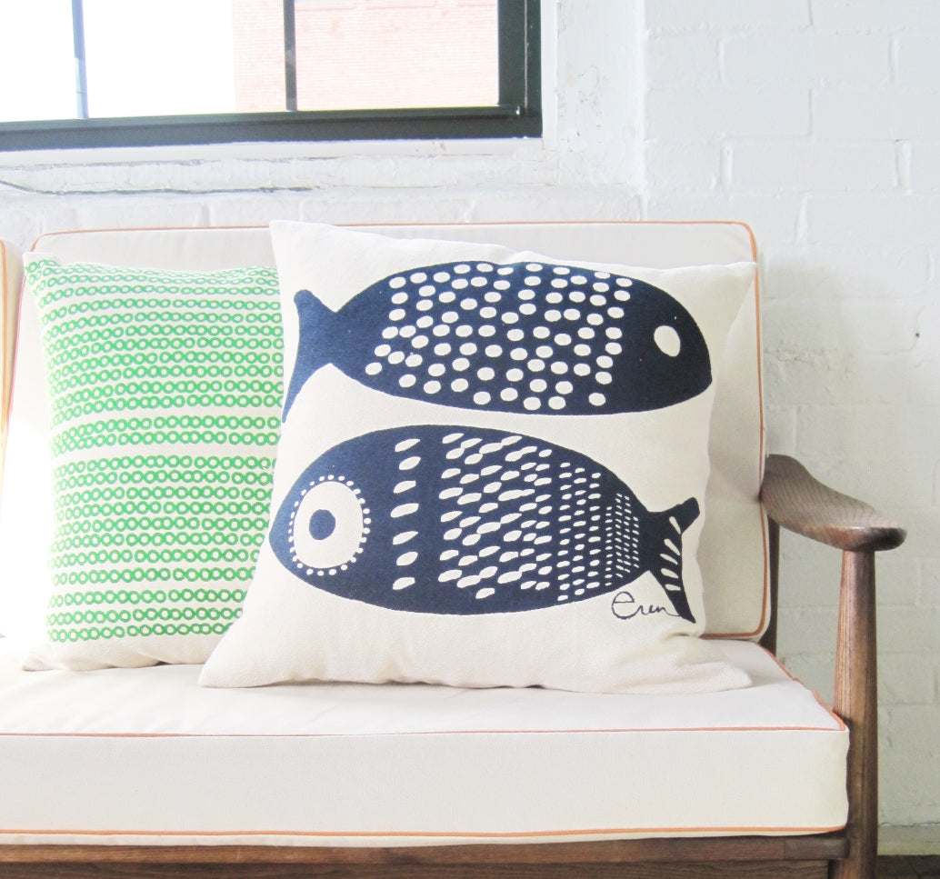 DECO DOT PILLOW COVER IN NAVY