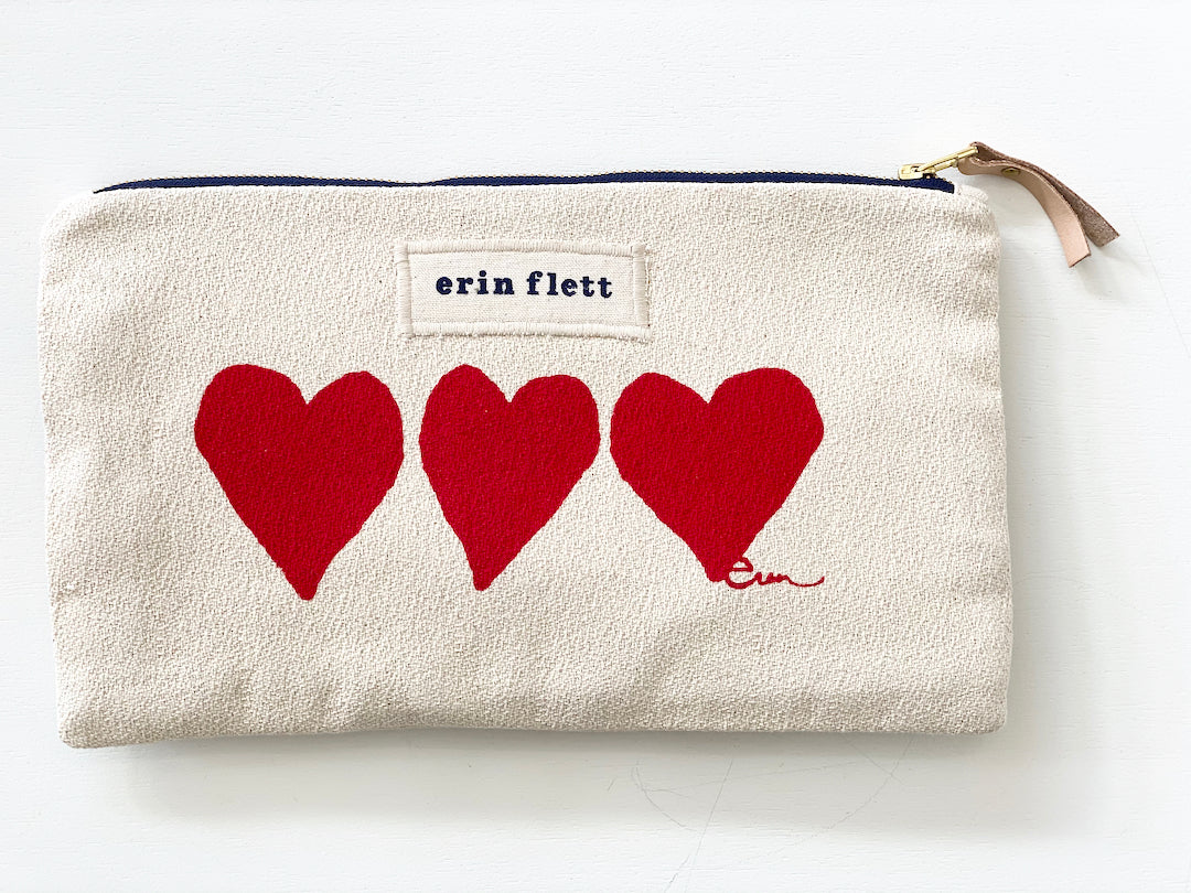 SHIPS NOW! RED HEARTS CLUTCH ZIPPER BAG