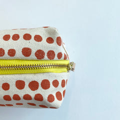 SHIPS NOW! LIPSTICK HILARY DOPP KIT