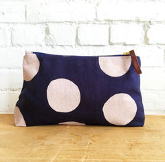 PALE PINK LARGE CIRCLES ZIPPER BAG