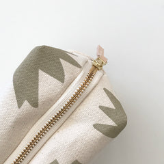 SHIPS NOW! OATMEAL LOTUS DOPP KIT