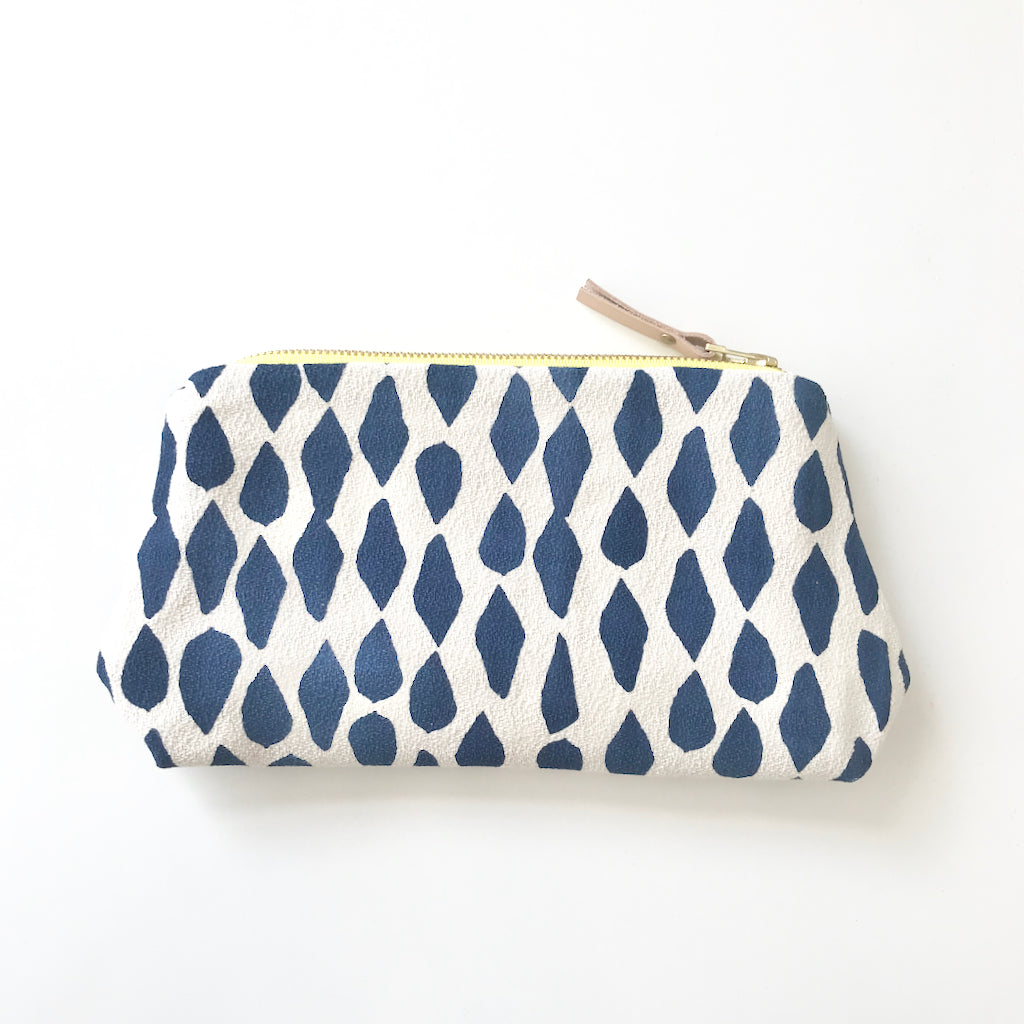 SHIPS NOW! LIMOGES LEAVES MAKEUP ZIPPER BAG