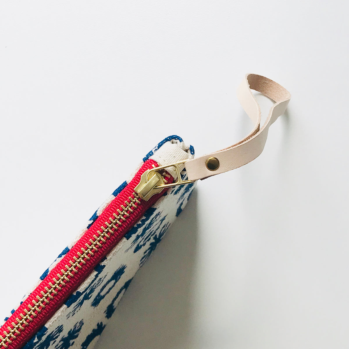 SHIPS NOW! ROYAL FIREWORKS WRISTLET ZIPPER BAG