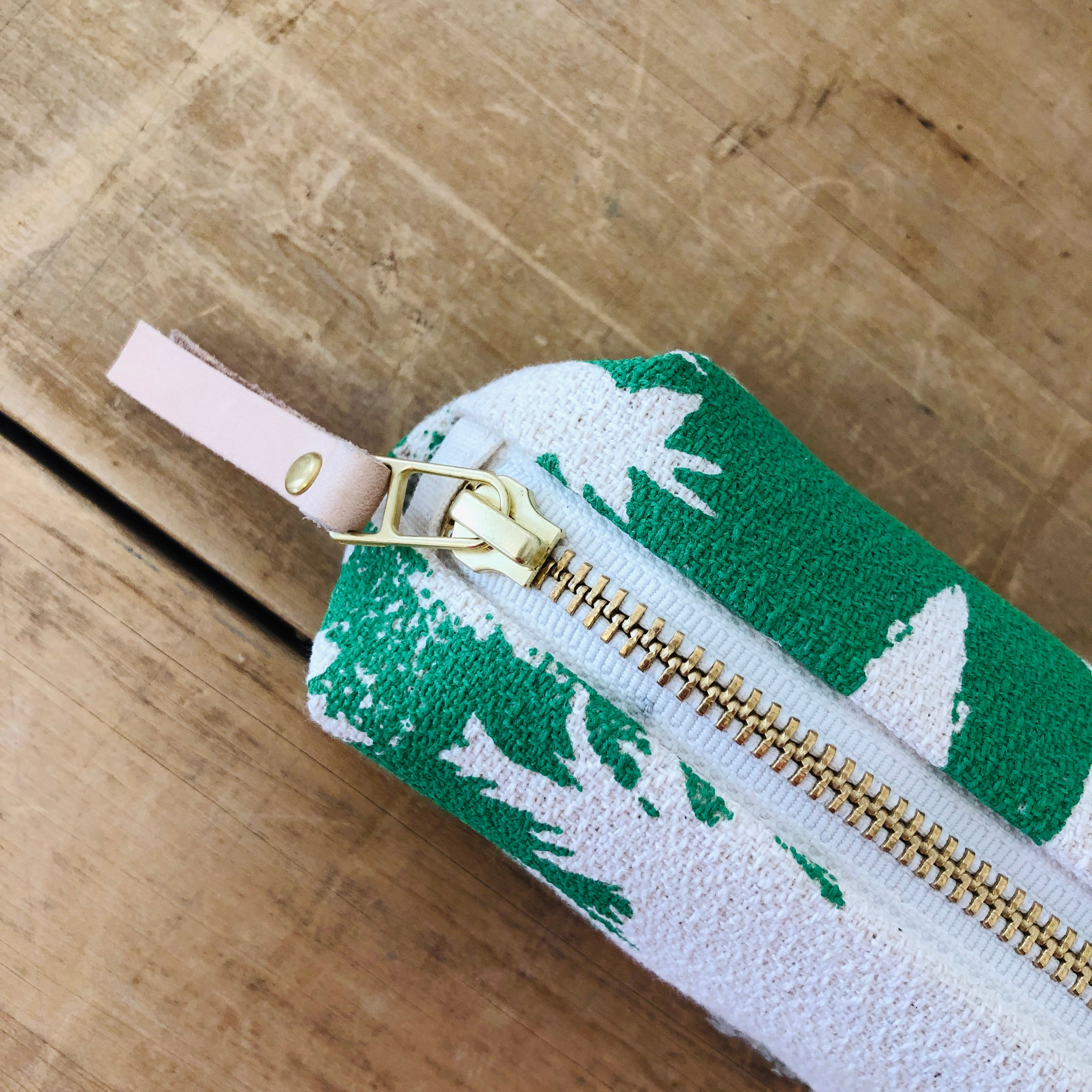 SEA FOAM ASHLEY PINE ROUND PENCIL ZIPPER BAG