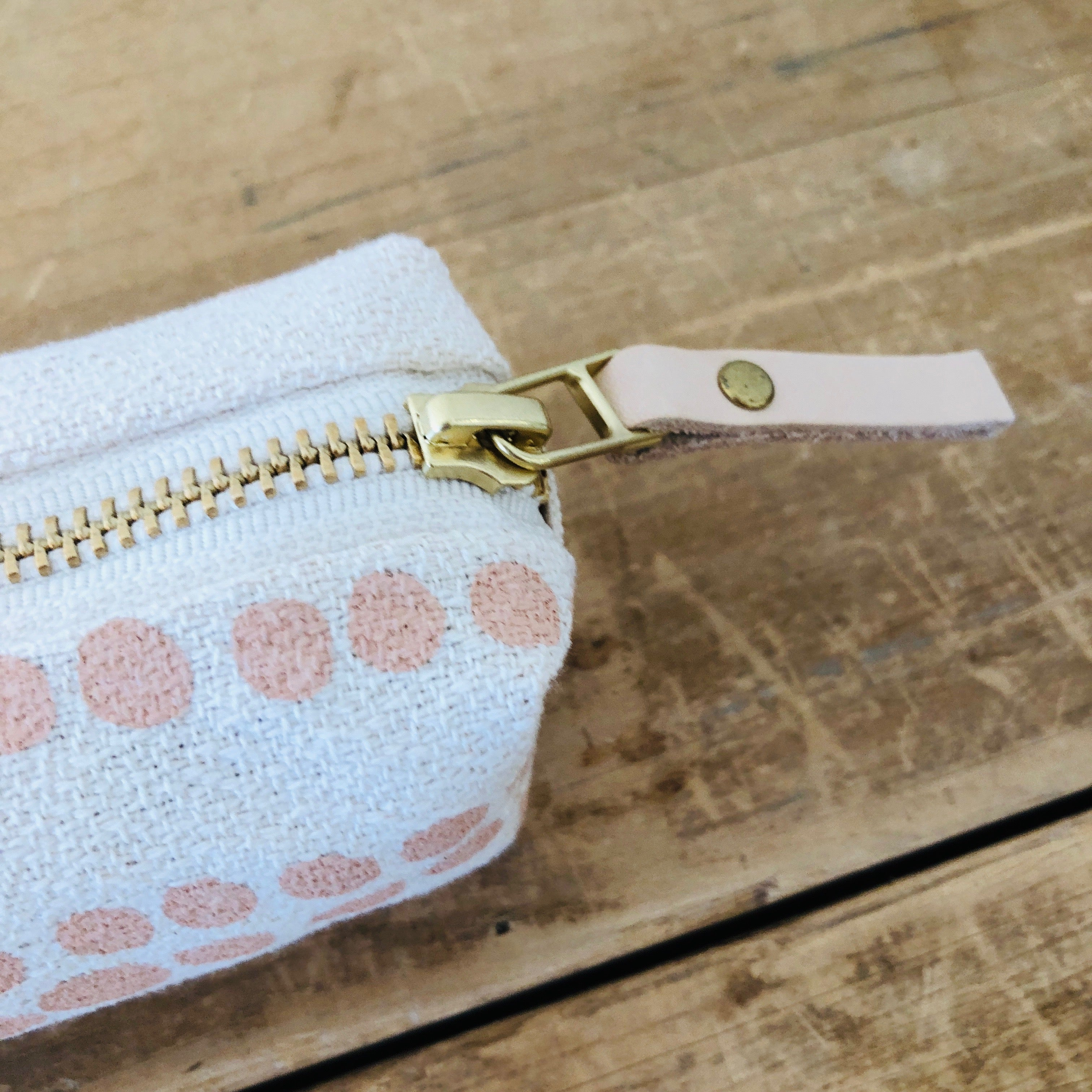 DUSTY PINK HILARY ROUND PENCIL ZIPPER BAG