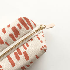 SHIPS NOW! LIPSTICK RAIN DOPP KIT