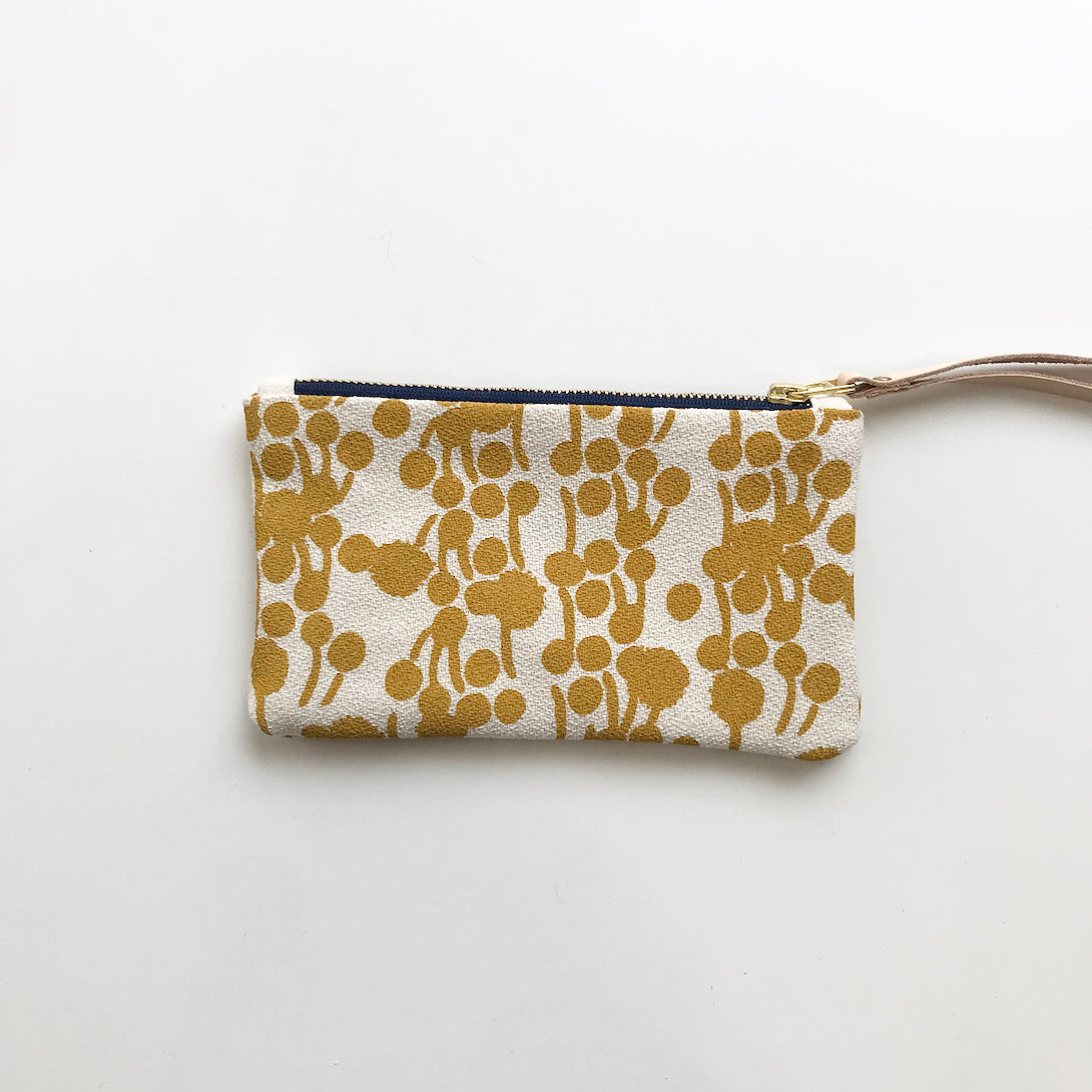 SHIPS NOW! GOLD BERRIES WRISTLET ZIPPER BAG