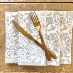 WHITE WILD GARDEN LINEN NAPKINS. SET OF 2.
