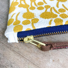 GOLD BERRIES WRISTLET ZIPPER BAG