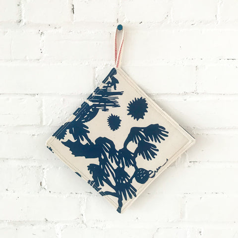 NAVY DEEP WOODS POT HOLDER SET
