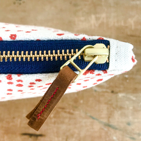 LIPSTICK POLKA DOTS CLUTCH ZIPPER BAG