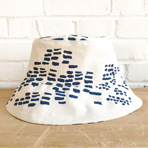 NAVY RAIN BUCKET HAT
