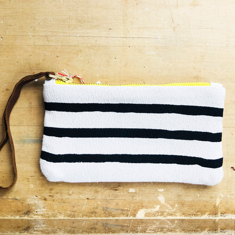 BLACK 3 LINES WRISTLET ZIPPER BAG