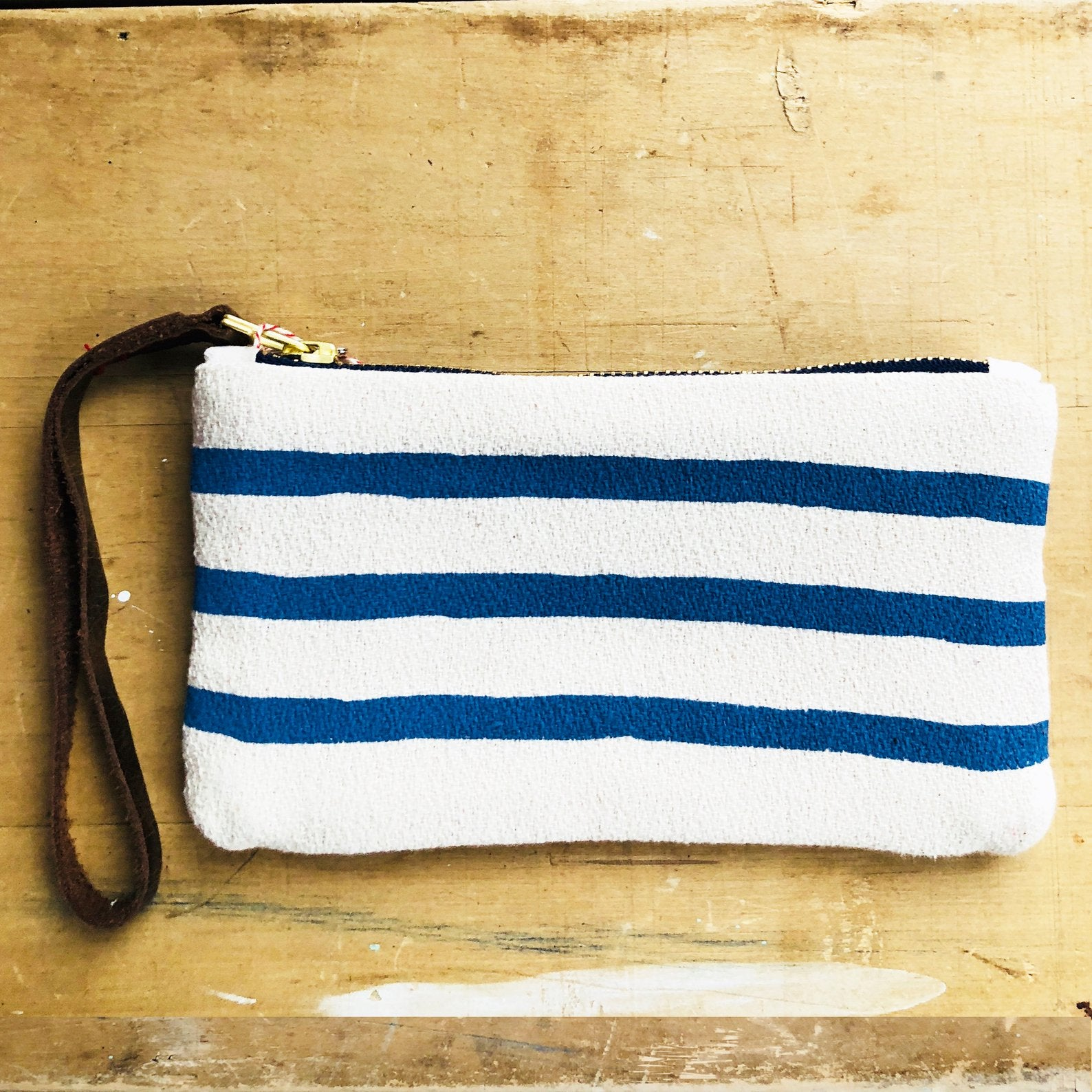 NAVY 3 LINES WRISTLET ZIPPER BAG