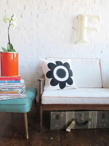 BLACK DAISY PILLOW