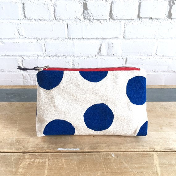 NAVY BIG DOT ZIPPER BAG