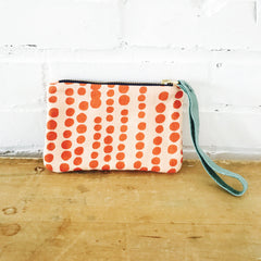 TOMATO HILARY ON PINK LINEN ZIPPER BAG