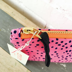 NAVY POLKA DOT ON HOT PINK LINEN ZIPPER BAG