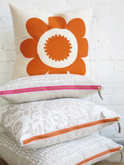 DAISY MANGO PILLOW COVER