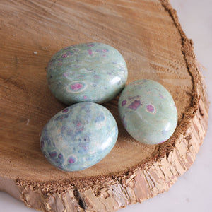 Ruby Fuchsite Palmstone 1pc