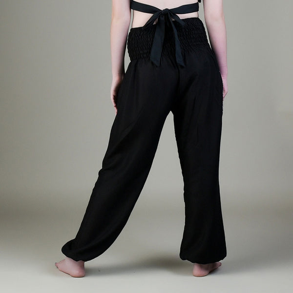 Model wearing Christy black pants with elephant pocket from rear
