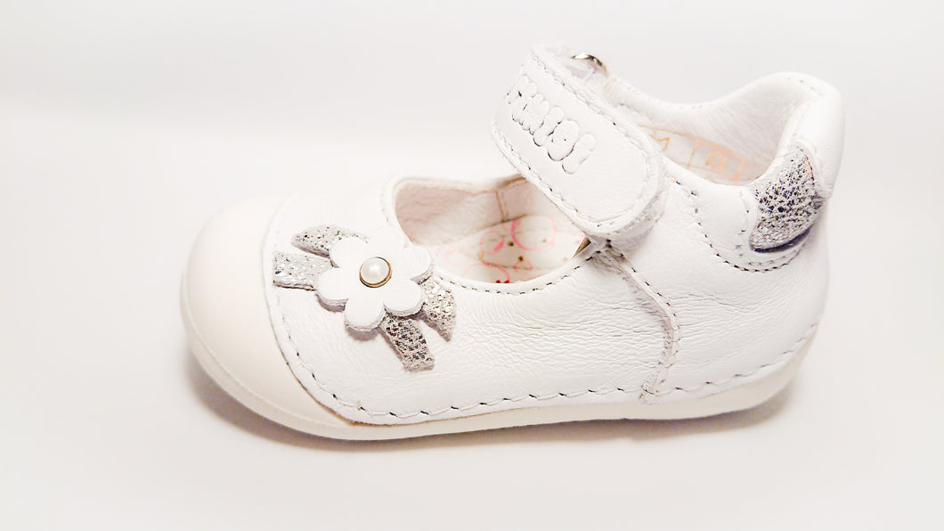 Primigi Mary Jane Toddler Shoes - White with flower