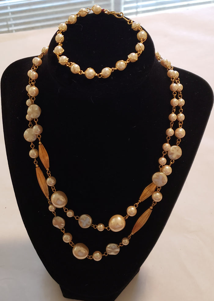 Pearl and Gold Necklace Set