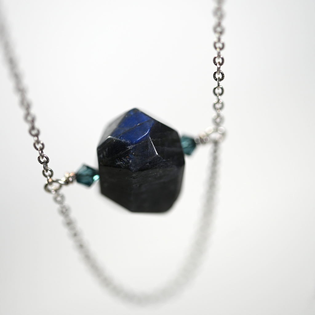 Black Labradorite Blue Flash Spinner