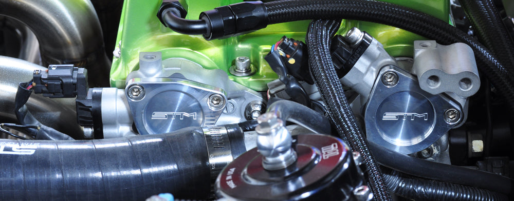 Evo 9 Engine bay with green valve cover and stm cam position covers
