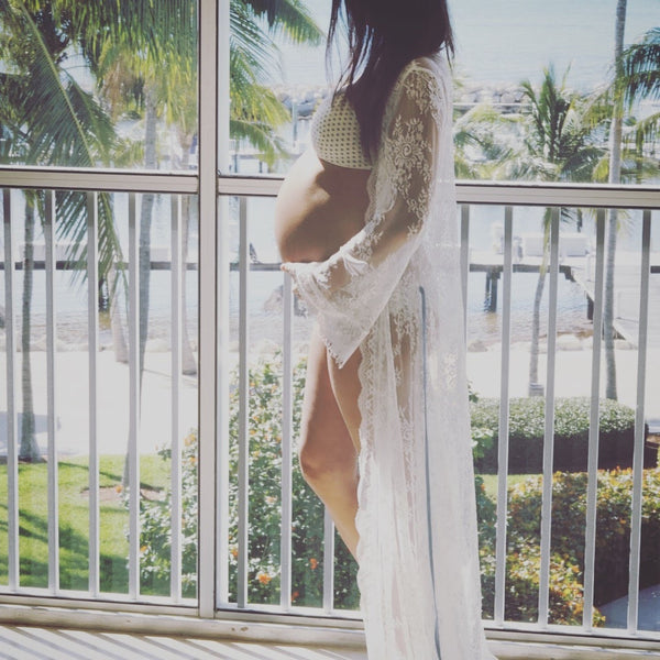 white lace robe for maternity photos