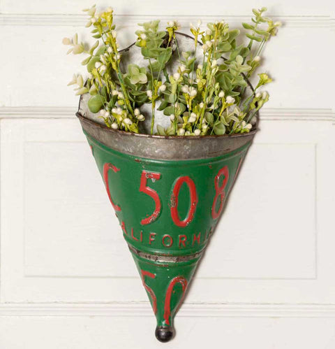 vintage license plate wall planter