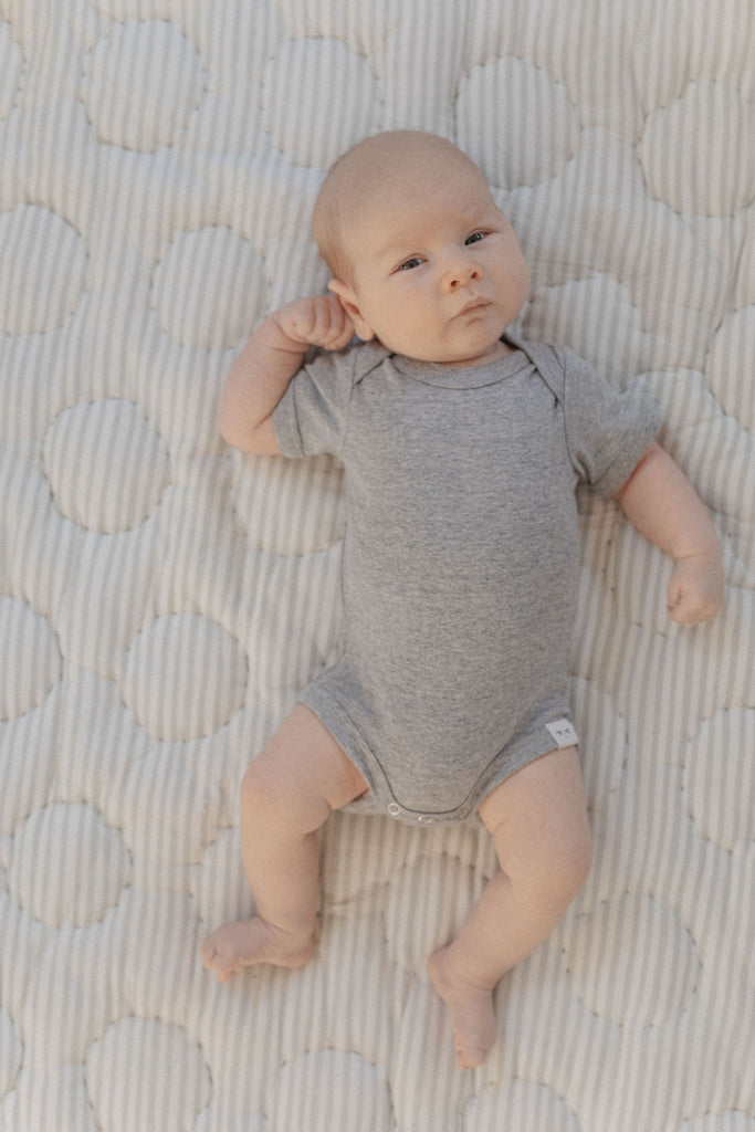 Axel Short Sleeve Envelope Onesie - Heather Grey