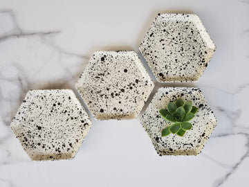 SET OF 4  MEDIUM HEXAGON PLATE - MATT WHITE SPLATTER - KNUS