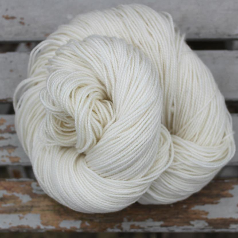 49147 MCN High Twist Sock Undyed 80% Superwash Merino, 10% Cashmere, 10% Nylon 365m