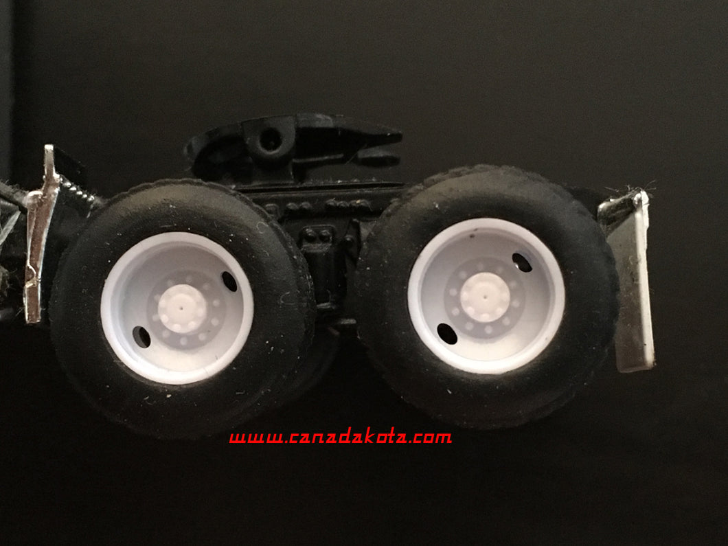 Canadakota 2 hole rear drive wheels white 1/64 set