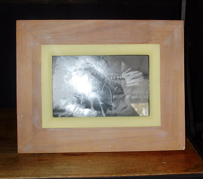 L0018 Shabby Chic Yellow Wooden Frame