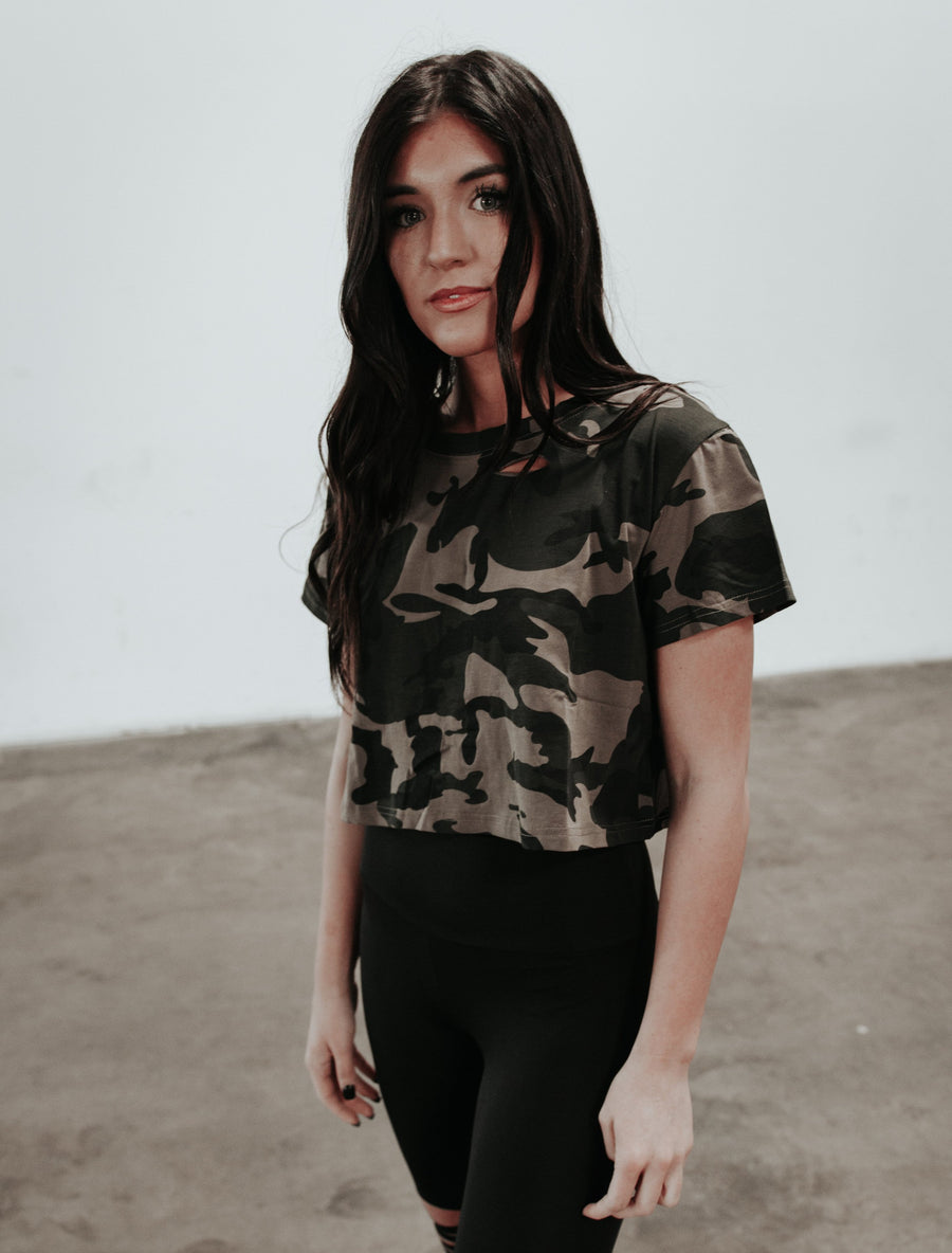DISTRESSED CROP CAMO