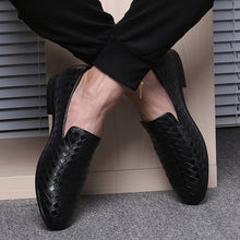 Load image into Gallery viewer, Simple Anyaman Pattern Men Loafers
