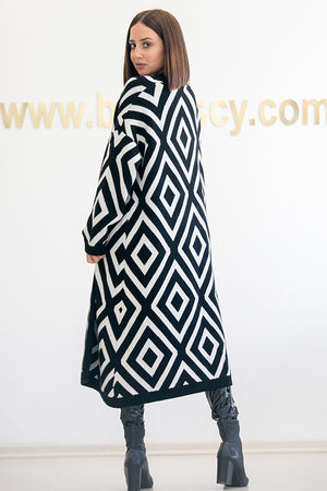 Queencii – Clarisse Geometric Cardigan Black & White
