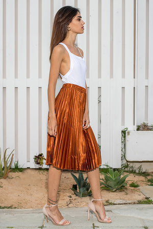 Queencii – 65cm Long Glow Night Metallic Pleated Long Skirt Caramel