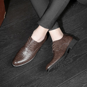 Grid Pattern Microfiber Pointed Toe Shoes