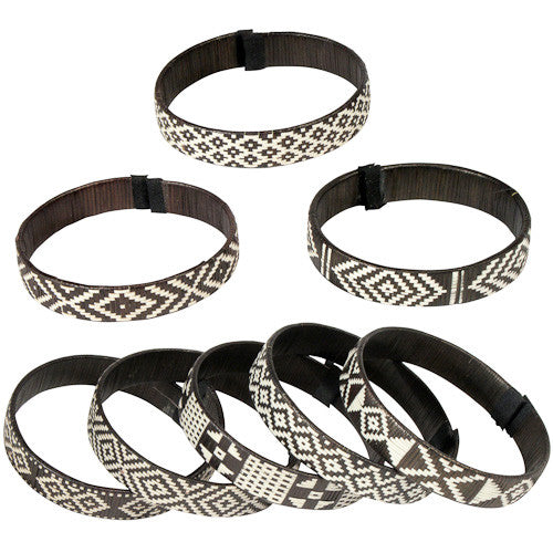Assorted black and white medium Caña Flecha bracelets