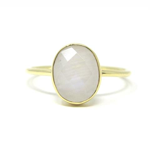 Yellow gold oval moonstone ring