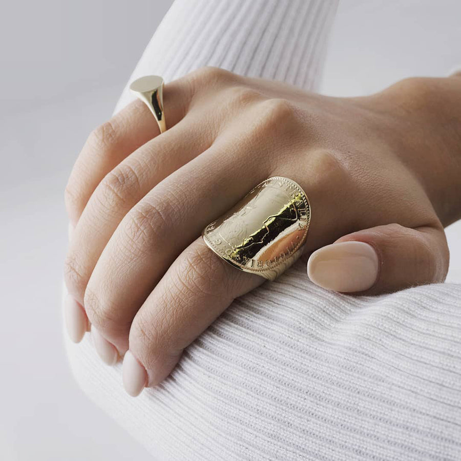 LUXE | CURVED COIN RING