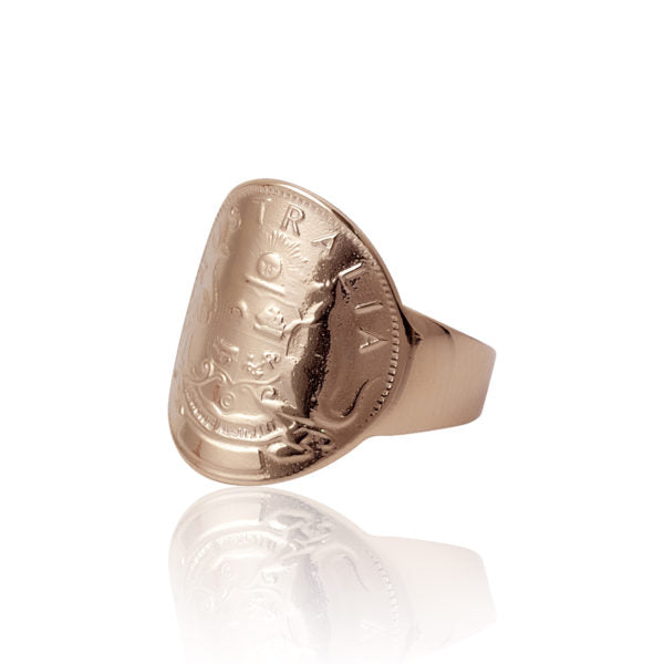 LUXE | SMALL CURVED TOKEN RING